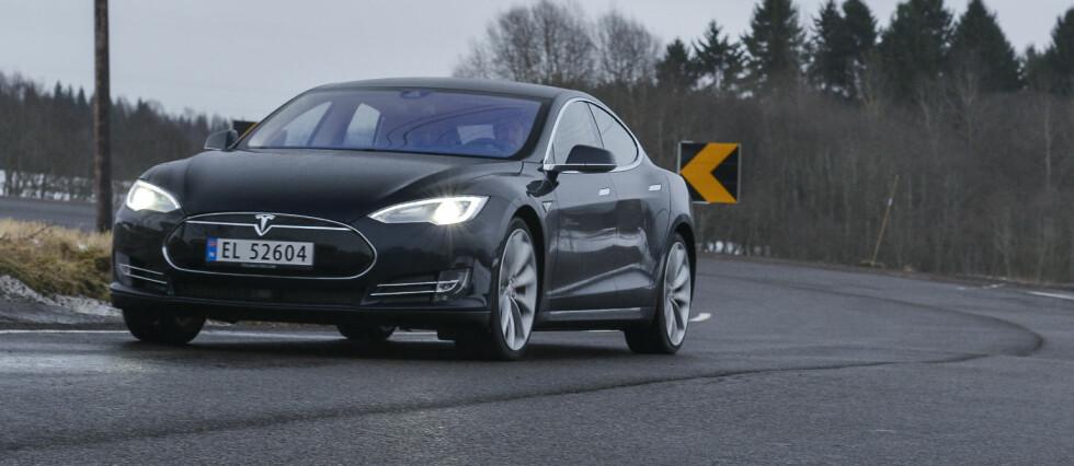 I TOPPEN IGJEN: Et år etter å ha satt den absolutte rekorden i Norge, registrerte Tesla igjen over 1.000 biler på en måned i mars 2015. Elbilsalget utgjorde totalt nesten en fjerdedel av totalmarkedet. Foto: JAMIESON POTHECARY