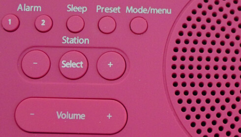 FIKLING: Det er ikke helt lett å holde styr på knappene på oversiden om man er i halvsøvne. Foto: TORE NESET