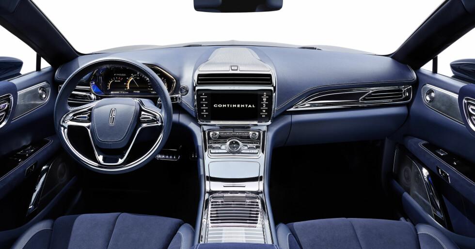 NÆR PRODUKSJONSKLAR: Det skinner gjennom at det er Ford som står bak og det er ingenting utpreget konsept-aktig ved dette interiøret. Foto: LINCOLN