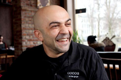 KAKAOENTUSIAST: Leon Tahir er så glad i kakao at han åpnet en helt egen kakaobar i Oslo.  Foto: OLE PETTER BAUGERØD STOKKE