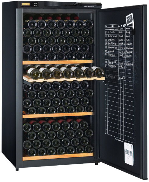 FOR SAMLEREN: Dette skapet til 17.000 kroner har plass til 196 flasker. Støynivå 38-39dB. Foto: AVINTAGE