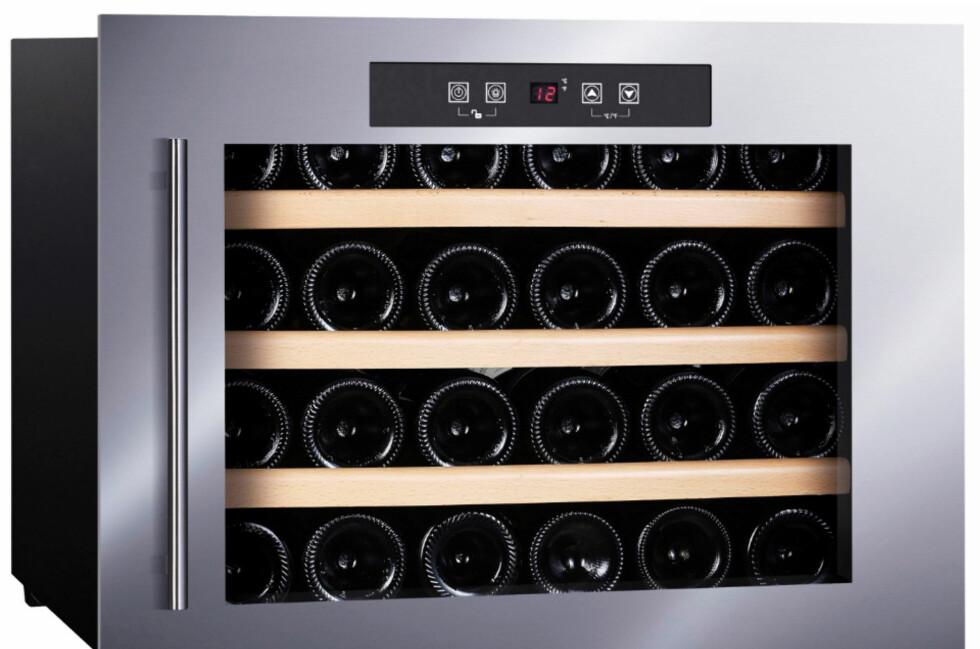 STABIL TEMPERATATUR: Dette vinskapet fra Temptech koster rundt 8000 kroner. Det har plass til 24 flasker, kan bygges inn i kjøkkenbenken og er oppgitt med et støynivå på 39dB.   Foto: TEMPTECH