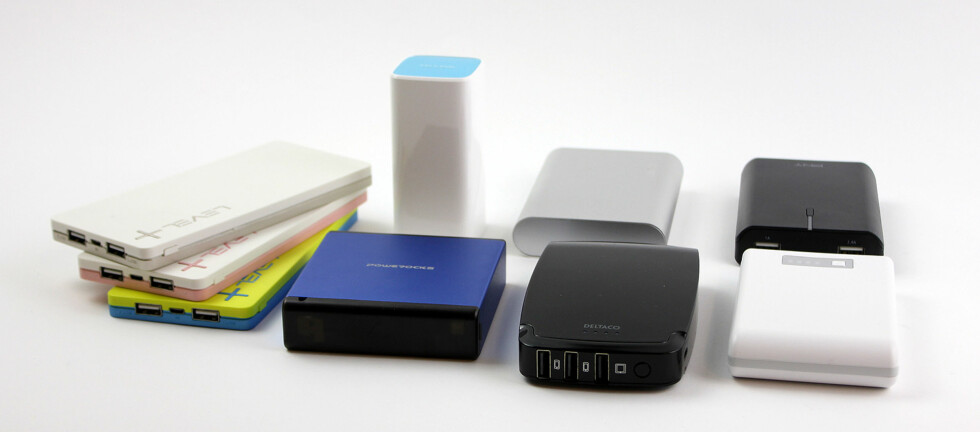 POPULÆRE: En nødlader er kjekk å ha og gir deg strøm til de mobile enhetene dine. Vi har testet syv populære modeller. Foto: PÅL JOAKIM OLSEN