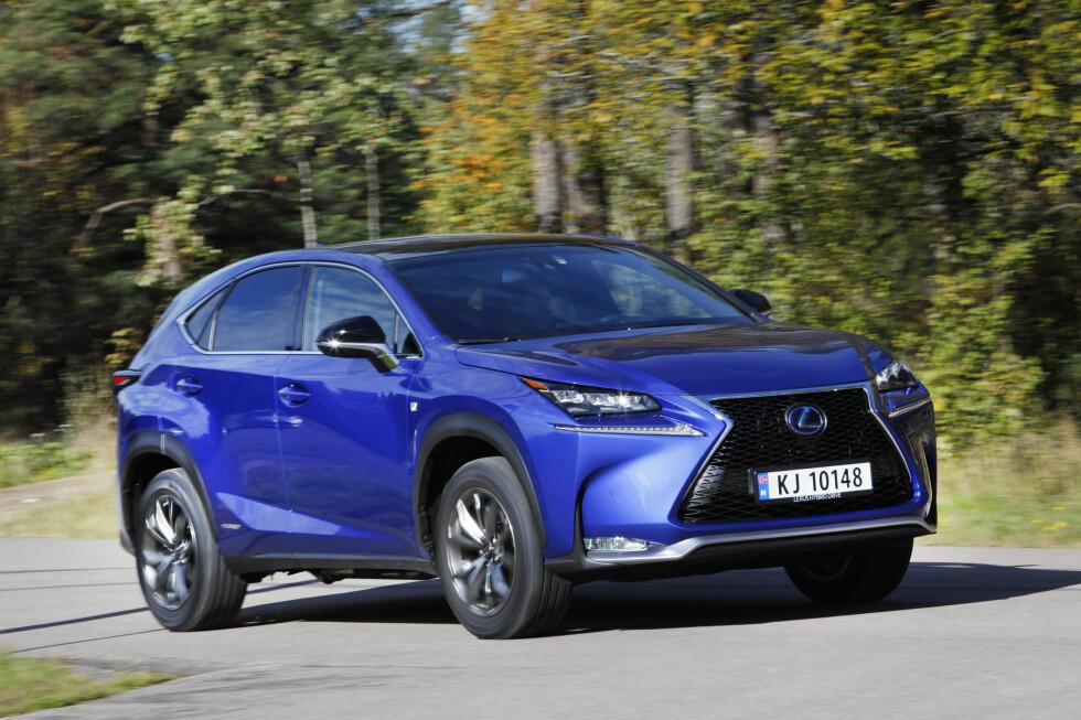 OFFISIELT NØYSOM: 0,51 liter på mila er ikke et tall å rødme over. Det er det Lexus oppgir for sin nyeste SUV, NX 300h (bildet). Foto: ESPEN STENSRUD