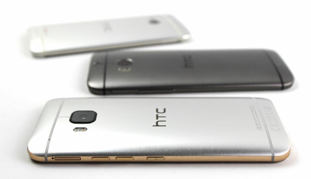 GULL OG SØLV: One M9 består av ett stykke metall, men overflaten er såkalt totonet i «gulv på sølv». Som du ser på bildet over, er rammen i gullfarge, mens baksiden er sølv.  Foto: KIRSTI ØSTVANG