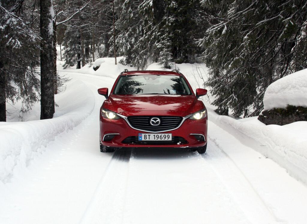 FORSIKTIG REDESIGN: Mazda 6-fronten ser enda litt mer bestemt ut, men man skal være kjenner for å legge merke til at grill og innramming av tåkelys er noe endret. Foto: KNUT MOBERG