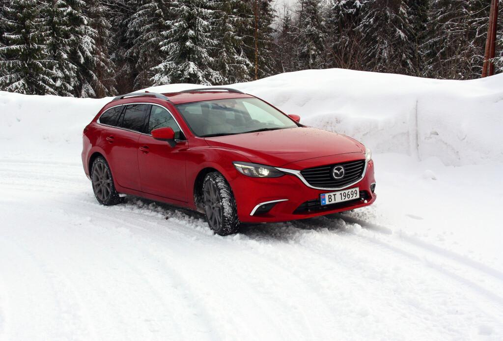 SEKSER PÅ FIRE: Firehjulsdrift gjør Mazda 6 til en klart mer dugendes vinterbil. Foto: KNUT MOBERG
