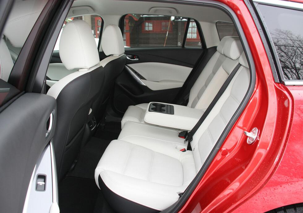 STANDSMESSIG: Vel er ikke Mazda 6 den romsligste bilen i klassen, men man reiser bahagelig. Utsynet er noe begrenset - design går til en viss grad på bekostning av funksjonalitet. Foto: KNUT MOBERG