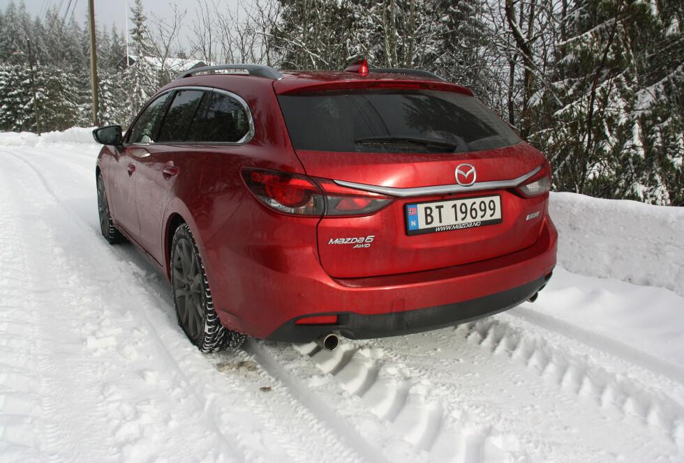 KOMMER SEG FREM: Med 4x4-systemet fra Mazda CX-5, gjør Mazda 6 AWD en god figur i norske vinterlandskap. Foto: KNUT MOBERG