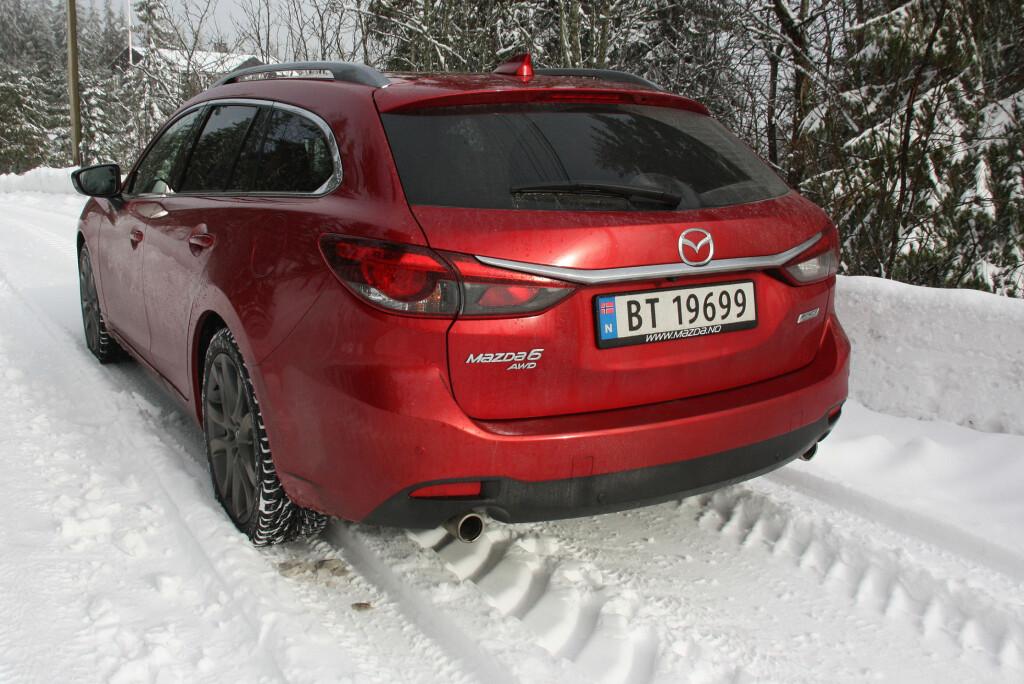 <b>KOMMER SEG FREM:</b> Med 4x4-systemet fra Mazda CX-5, gjør Mazda 6 AWD en god figur i norske vinterlandskap. Foto: KNUT MOBERG