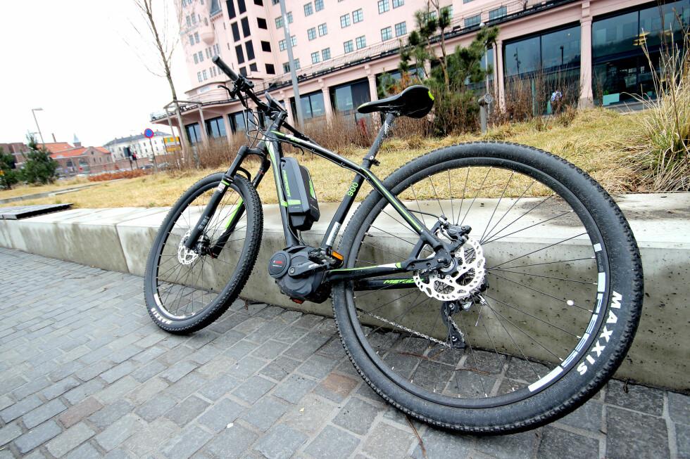 KAN FORVEKSLES: Meridaen ligner mer på en topp terrengsykkel enn det vi vanligvis forbinder med en el-sykkel. Foto: OLE PETTER BAUGERØD STOKKE