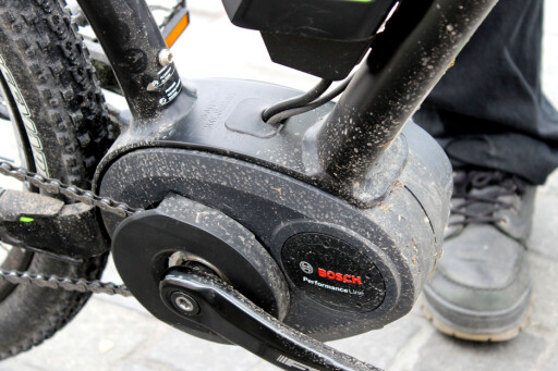 VED PEDALENE: Krankmotor føles bedre enn hjulmontert motor, både når det gjelder vekt og tråkkeopplevelse. Foto: OLE PETTER BAUGERØD STOKKE