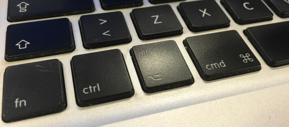 KJEKK KNAPP: Alt-knappen på Mac-tastaturet gir deg flere menyvalg og andre kjekke snarveier. Foto: PÅL JOAKIM OLSEN