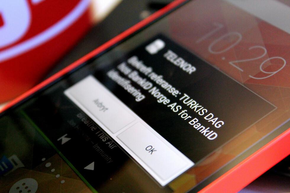 NY HVERDAG: Å kvitte seg med kodebrikka og gå over til BankID på mobil er et lite og enkelt grep som faktisk gjør livet litt enklere.  Foto: OLE PETTER BAUGERØD STOKKE