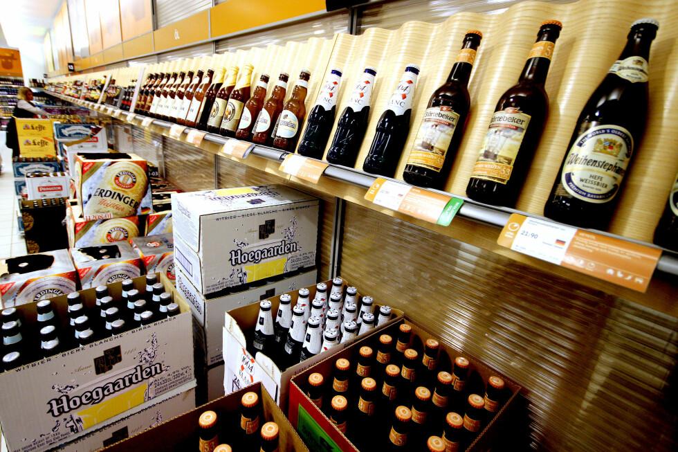 20-ÅRSGRENSE: Det er lett å tro at også 18- og 19-åringer kan handle denne ølen, med omlag 4,5 prosent alkohol. Men ikke i Sverige. Foto: OLE PETTER BAUGERØD STOKKE