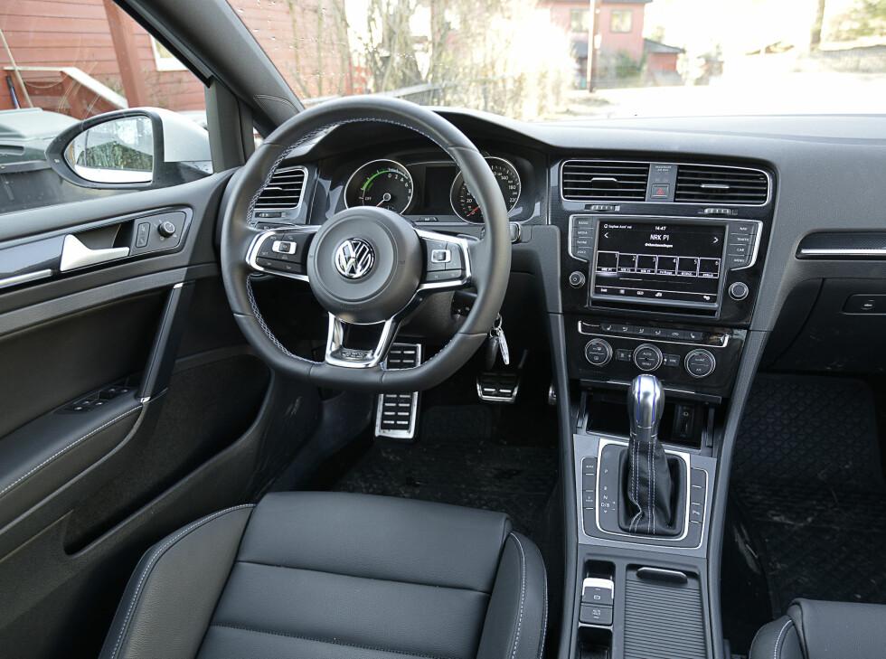 GTI-INTERIØR: Interiøret er som på en Golf GTI. Det får du med som standard.  Foto: JAMIESON POTHECARY