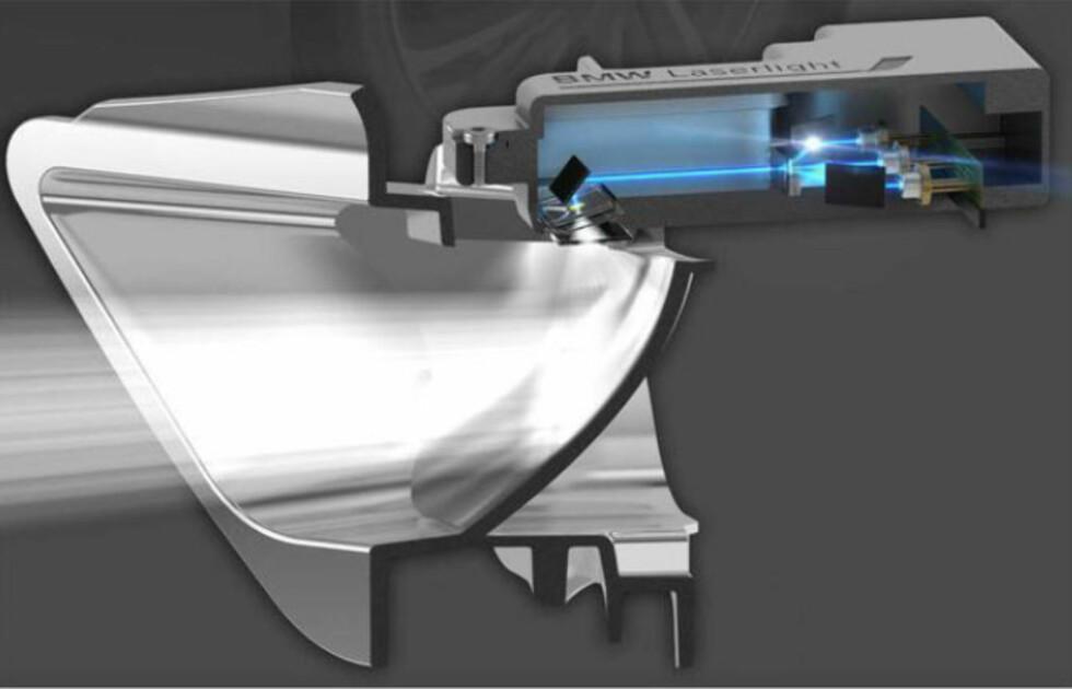 KOMPLEKS TEKNIKK: Fra tre laserdioder til en kraftig lyskegle: Slik ser det ut inne i laserlykten. Foto: BMW