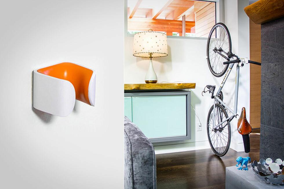 HENG SYKKELEN OVERALT: Sykkelstativer trenger ikke være svære, tunge konstruksjoner i metall. En liten plastbit på veggen er nok, mener Clug. Foto: CLUG