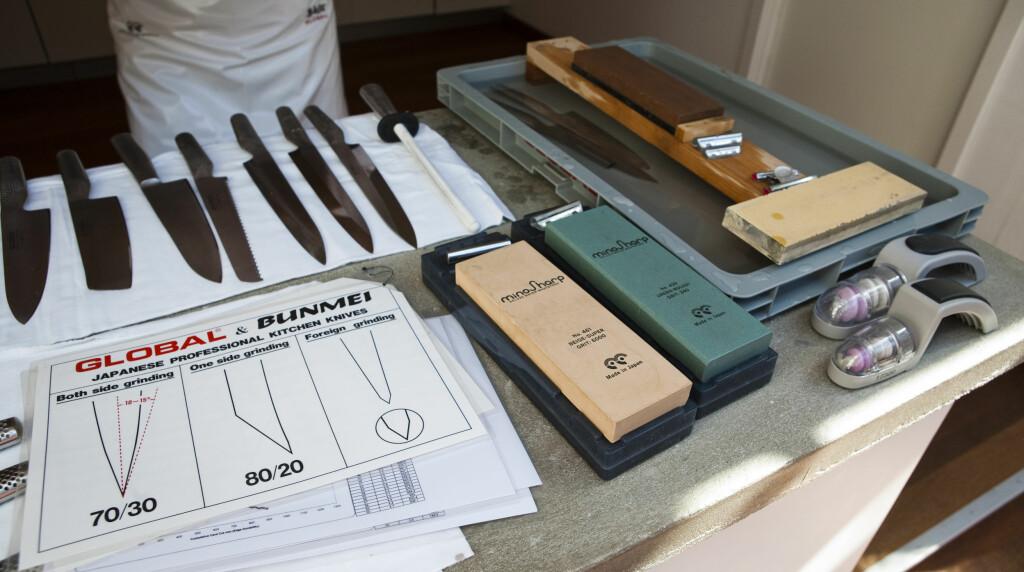 DEN LILLE FORSKJELLEN: Østlig (til venstre) og vestlige (i midten og til høyre) måte å slipe kniven på. Foto: Per Ervland