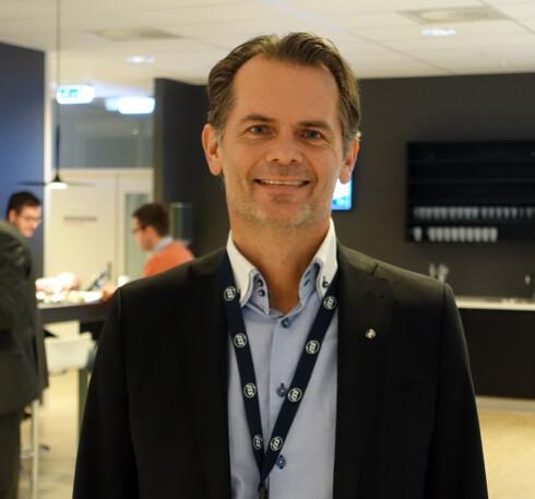HOLD DET PÅ AVSTAND: Stig Ronander i ISS anbefaler deg å holde ting på avstand i hverdagen - for minst mulig jobb med helgevasken. Foto: KRISTIN SØRDAL