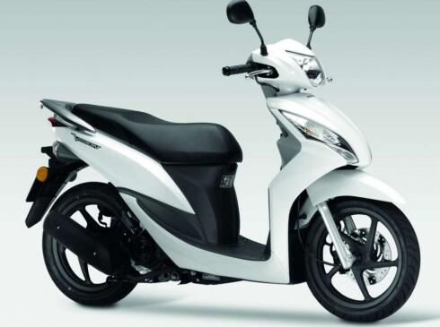SAMME PRIS: Honda Vision-50 koster 19.000 kroner i Norge. Altså litt under det elsykkelen vi tester her koster. Foto: HONDA