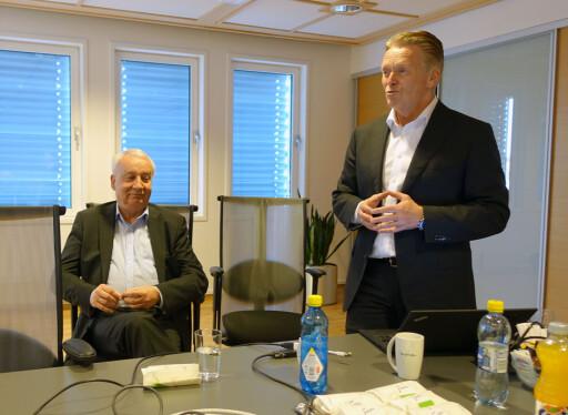 SATSER FRISKT: B.O.S.-sjef Bjørn Maarud, til høyre og påtroppende Citroën-sjef Jan Pettersen, til venstre.