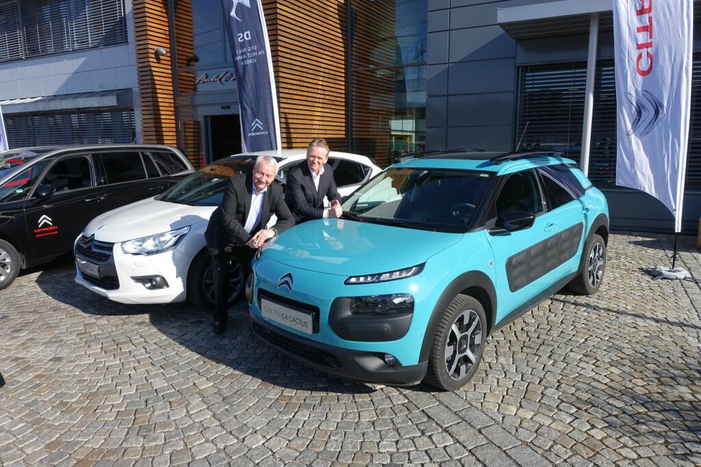 PÅGANGSMOT: Jan Pettersen, til venstre, blir daglig leder for Citroën. For administrerende direktør Bjørn Maarud, til høyre, er oppkjøpet en del av Bertel O. Steens strategi for å nå målet om å bli Norges beste bilhus i 2018. Det håpes på bortimot en dobling av salget av Citroën personbiler frem til da. Foto: KNUT MOBERG