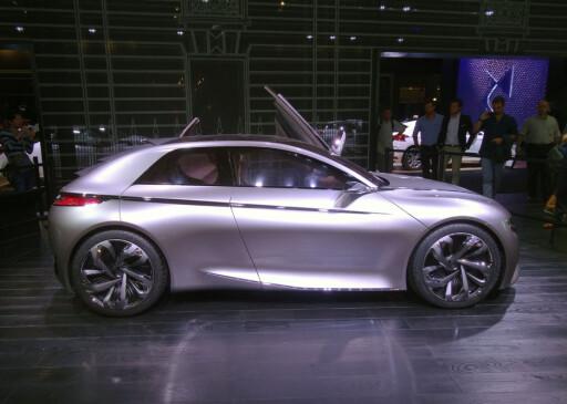 OGSÅ DS: Dette er DS Divine, nyeste DS-konseptbil. DS er ikke lenger Citroën selv om det er Citroën som produserer det- det dreier seg i dag om to adskilte bilmerker. Som Toyota og Lexus. Foto: KNUT MOBERG