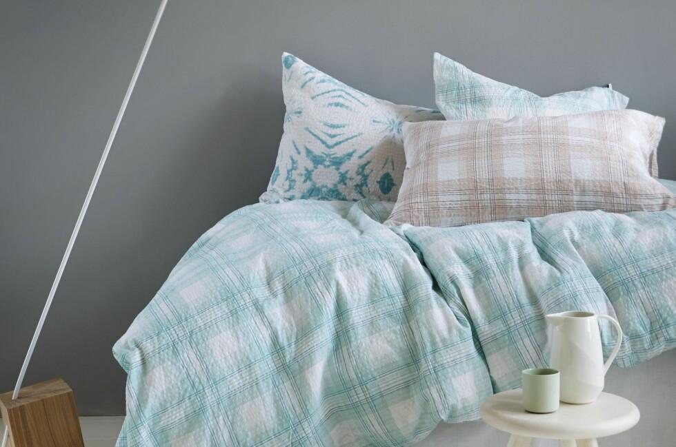 NOSTALGISK? Kreppsengetøy bringer gode minner for mange. Her ser vi vevd krepp i sengetøyet Konrad fra Høie, det koster fra 600 kroner. Foto: HØIE