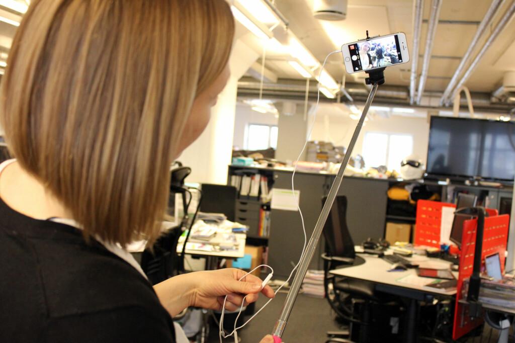 BRUK ØREPROPPENE: Så slipper du å strekke armen bort på mobilskjermen for å ta bilde. Foto: KIRSTI ØSTVANG