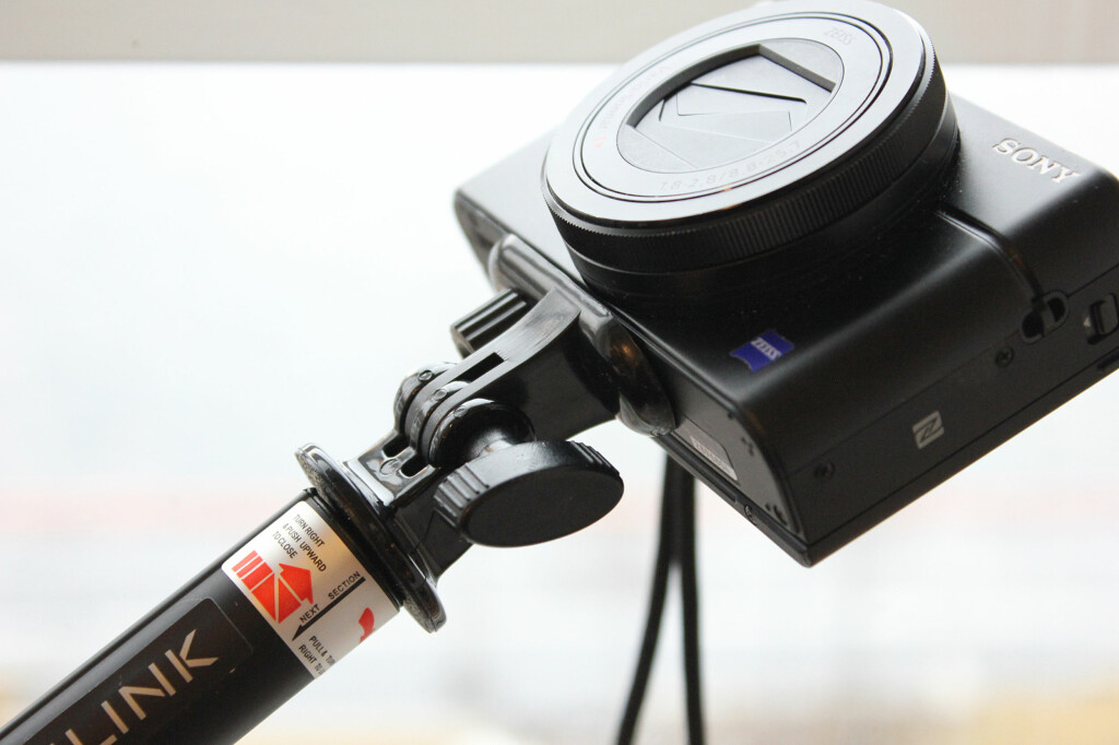 IKKE BARE TIL MOBILEN: Selfiestanga kan også brukes til det vanlige kameraet ditt. Foto: KIRSTI ØSTVANG