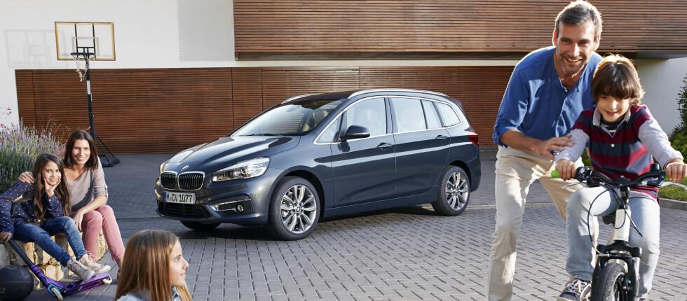 EKTE FAMILIEBIL: Den typiske BMW-kunden er i ferd med å endres kraftig. Derfor retter de seg nå mer mot disse, og slik viser de frem nykommeren. Foto: BMW