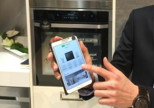 PÅ NETT: Samsungs nye dampovn NV9000 kan du styre over wi-fi. Foto: ØYVIND PAULSEN