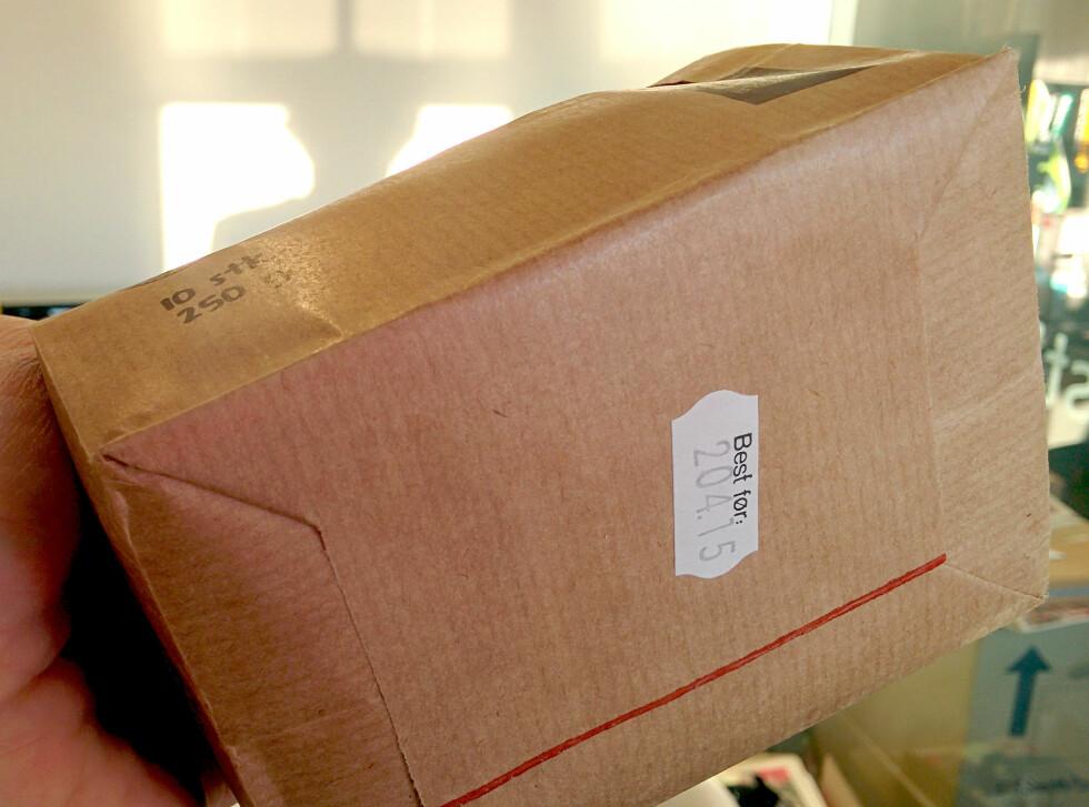 Her fant vi omsider stemplingen under pakka. Men hva betyr egentlig «204.15»? Foto: OLE PETTER BAUGERØD STOKKE