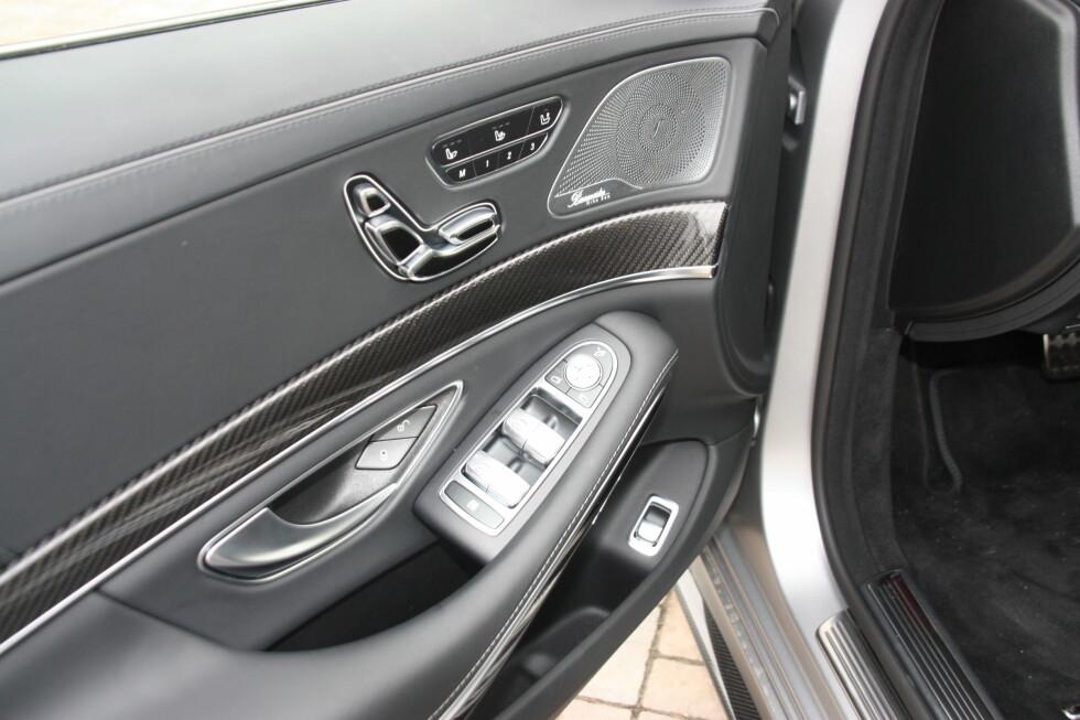PÅKOSTET: Detaljene viser at det er Mercedes på sitt ypperste vi har med å gjøre. Foto: KNUT MOBERG