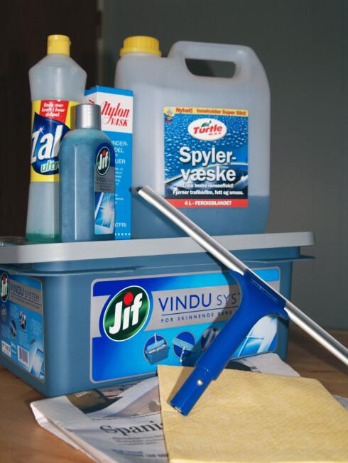HJELPEMIDLER: Fra klassikeren Nylon-vask til moderne spesialmidler. Samt et knep for vasking i kulde. Vi har forsøkt. Foto: BERIT B. NJARGA