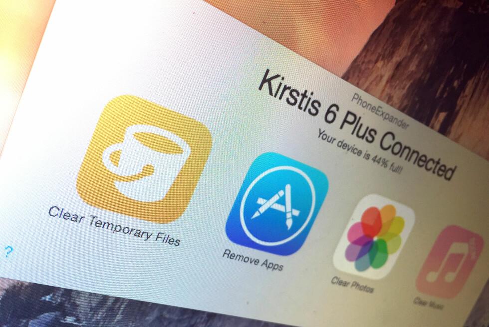 ENKLERE BLIR DET IKKE: Med PhoneExpander kan du slette overflødige filer fra iPhone-en din med noen få trykk. Foto: KIRSTI ØSTVANG