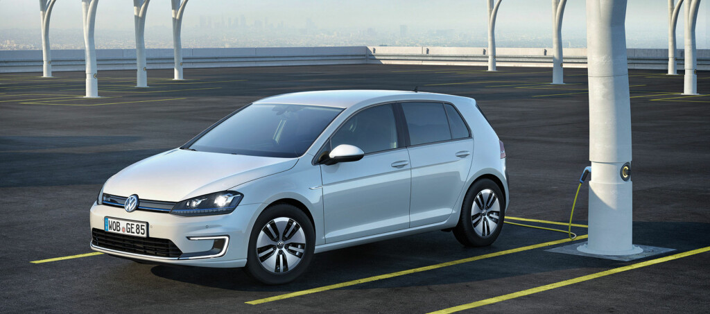 <b>ETTERLENGTET:</b> Leveransene av en kraftig forsinket VW e-Golf har nå løsnet. Det vises på salget.   Foto: VW