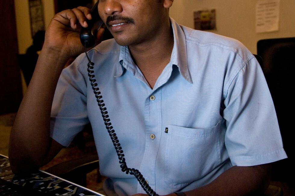 FALSK MICROSOFT: Svindlere, ofte på engelsk med pakistansk eller indisk aksent, ringer nordmenn og hevder PC-en deres har problemer. Men legg på; her er det bare svindel i vente. Foto: ALL OVER PRESS