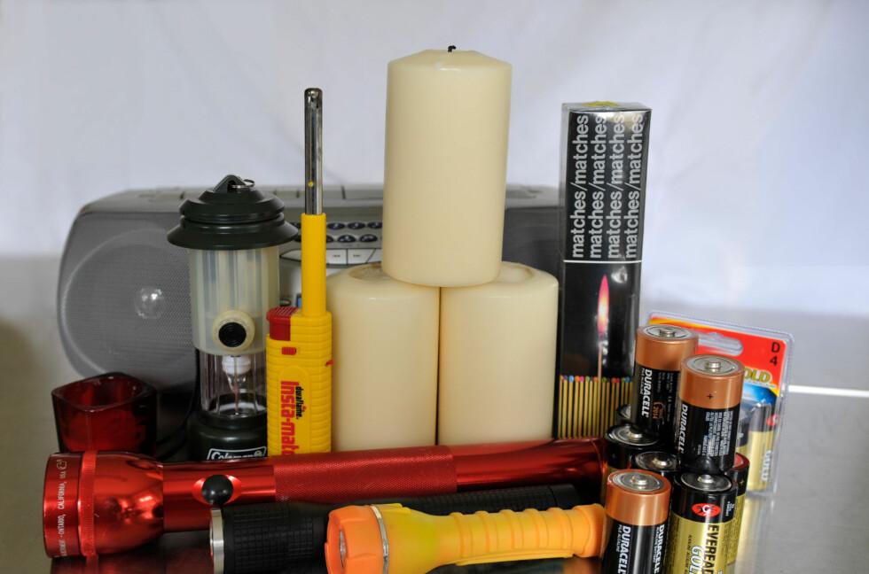 Batterier, lommelykter og nødaggregat er nyttig å ha dersom strømmen blir borte. Foto: ALL OVER PRESS