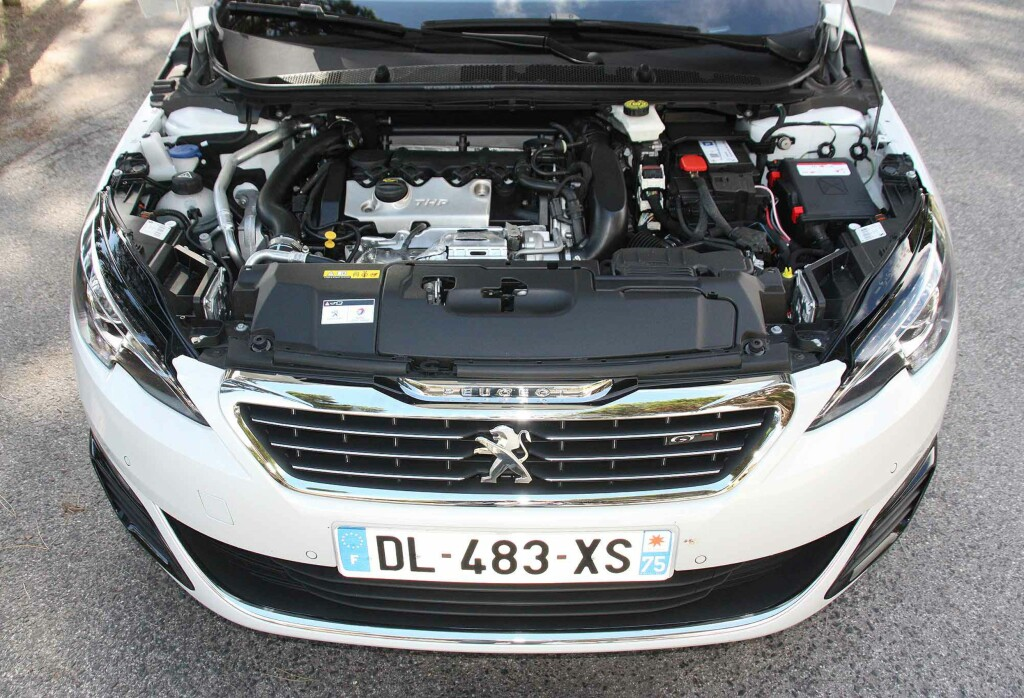 LITEN KRAFTPAKKE: Bensinmotoren på 205 hestekrefter har 1,6 liter slagvolum og turbo. Foto: KNUT MOBERG