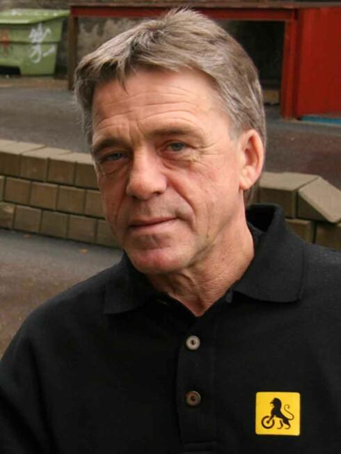 VASK DEKKENE: Jan Ivar Engebretsen hos NAF har noen helt klare råd til bilister på glatta.  Foto: NAF
