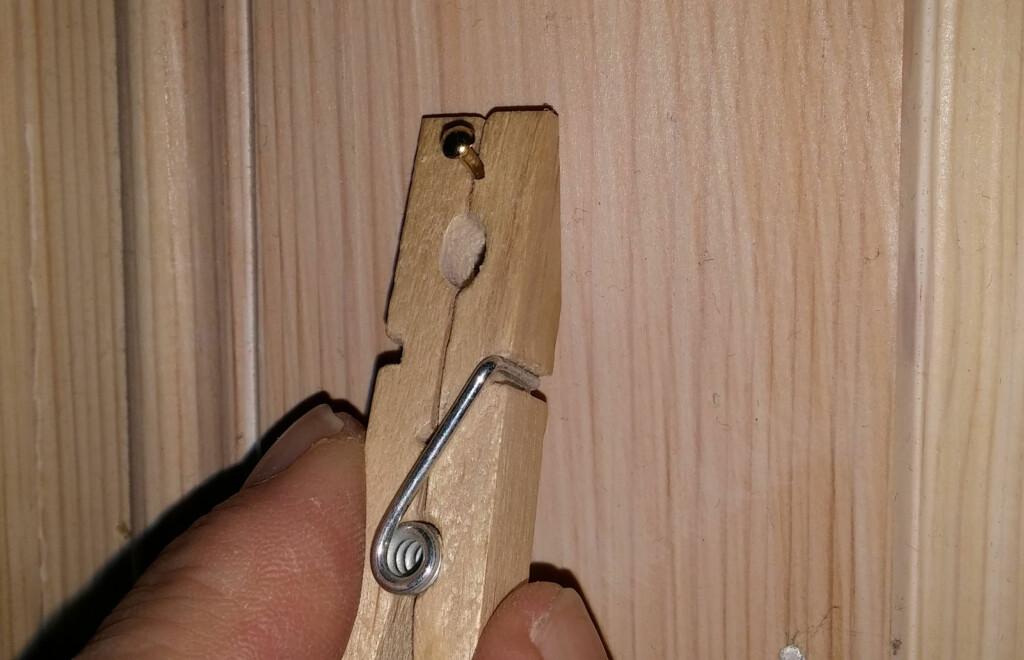 Enkelt: Den modifiserte klesklypa holder stiften helt perfekt. Foto: BRYNJULF BLIX
