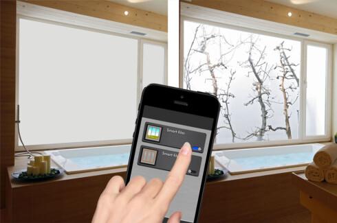 KOBLET TIL WIFI: Du styrer enkelt med mobilen når du vil ha utsyn og innsyn - og når du vil ha frostete vinduer.  Foto: SONTE / COLOURBOX