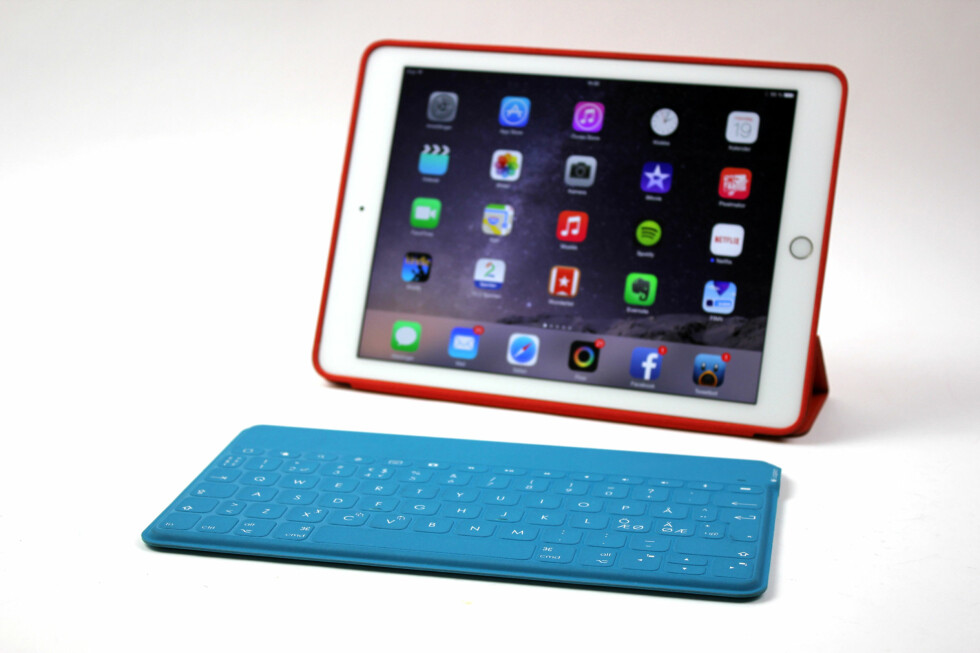 GJØR IPAD-EN TIL SURFACE:: Logitech-tastaturet ligner på Microsofts Surface-tastatur. Foto: KIRSTI ØSTVANG