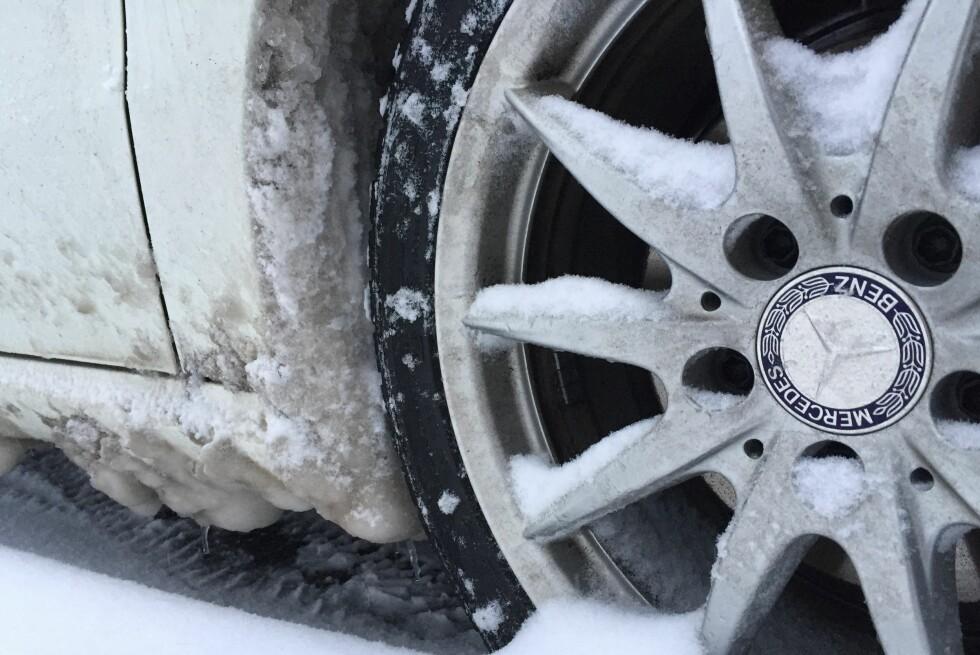 KAN ØDELEGGE: Isvullene kan ødelegge innerskjermer, og forårsake mye fukt i garasjen.  Foto: Fred Magne Skillebæk