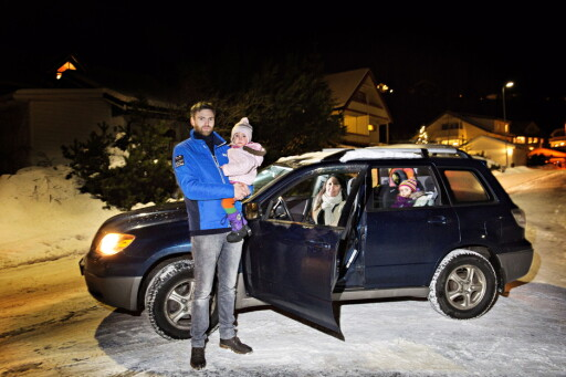 GAMMEL NOK: Her er bilen familien Eggen Dokkeberg byttet forsikring på. Foto: NINA HANSEN