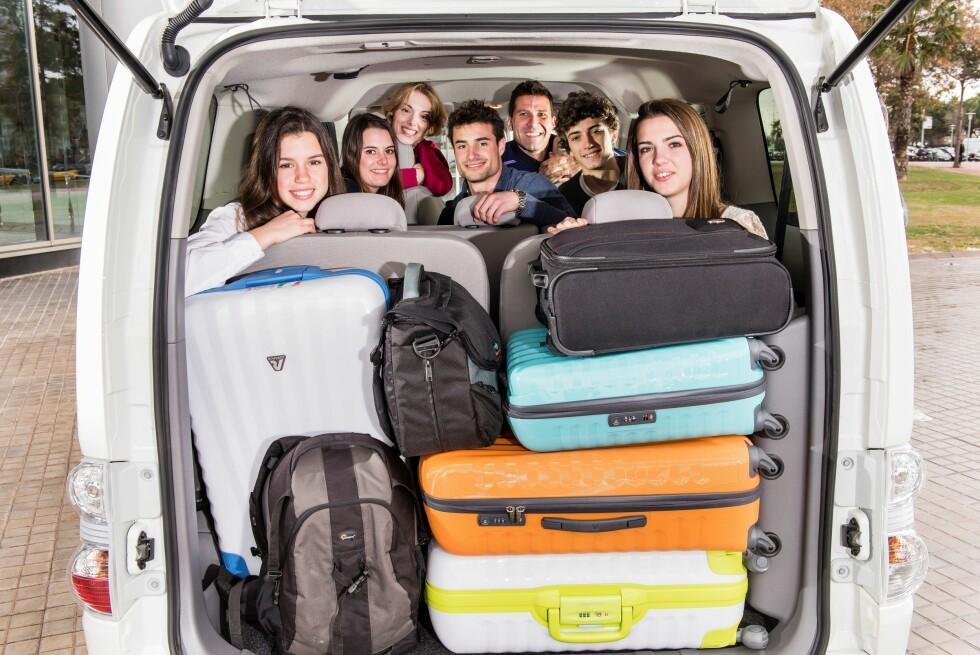 PLASS TIL SYV: Det har vist seg å være etterspørsel etter dette og plass til så mange og likevel såpass med bagasje er ikke verdagskost. I hvertfall ikke til 250.000 kroner. Så var det rekkevidden, da... Foto: NISSAN