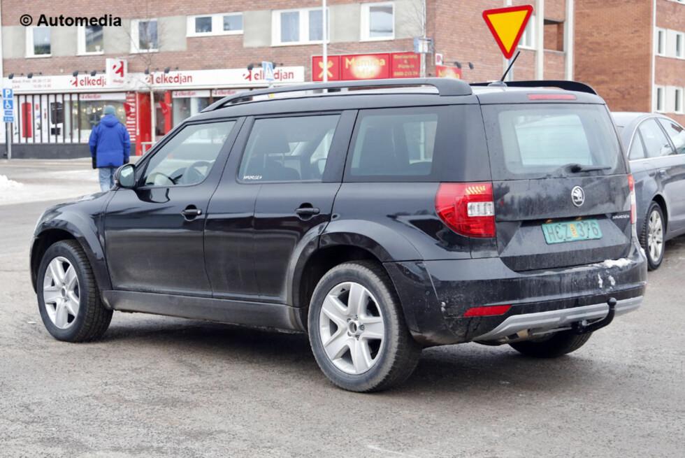 SVENSK VISITT: Det er under vintertesting i Nord-Sverige Automedia kom over den kommende SUVen fra Skoda. Foto: AUTOMEDIA