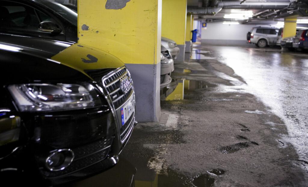 SNUTEN UT: Forsikringsselskapenes klare råd er å rygge inn på parkeringsplassen.  Foto: PER ERVLAND